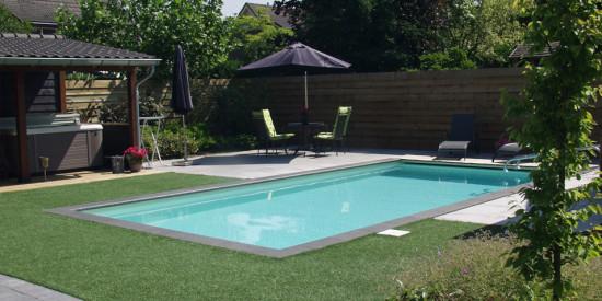 Zwembad in de tuin laten aanleggen aqua zwembaden for Eigen zwembad in de tuin