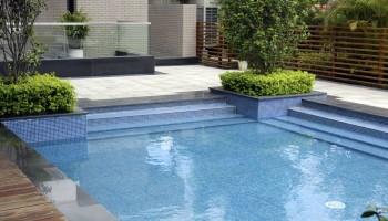 Zwembad bij appartement